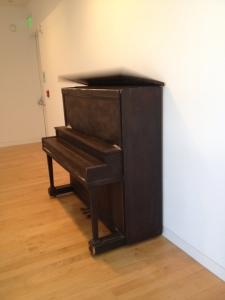 Piano lid mechanically lifts then SLAMS shut.